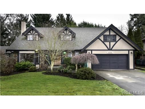 Main Photo: 4239 Lynnfield Cres in VICTORIA: SE Mt Doug House for sale (Saanich East)  : MLS®# 719912