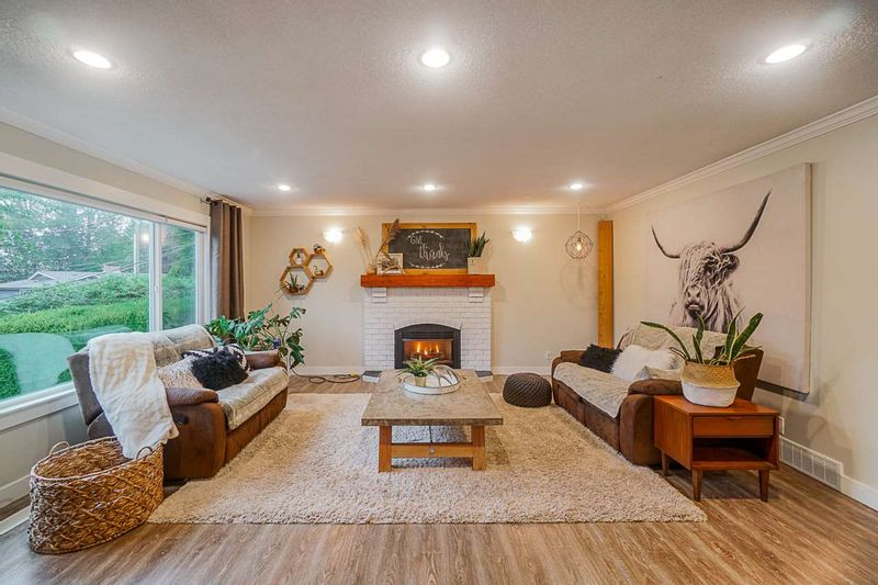 FEATURED LISTING: 35122 HIGH Drive Abbotsford
