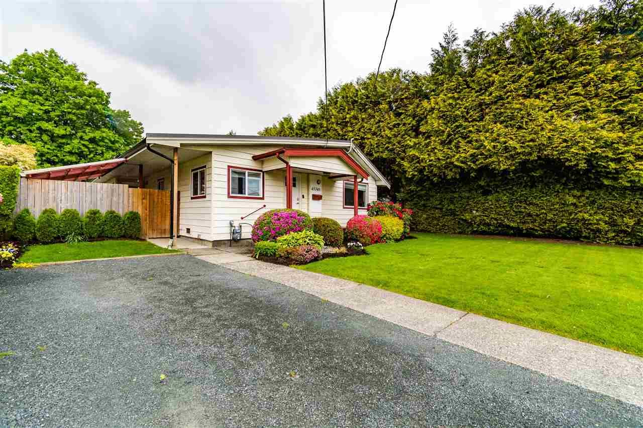Main Photo: 45740 VICTORIA Avenue in Chilliwack: Chilliwack N Yale-Well House for sale : MLS®# R2580728