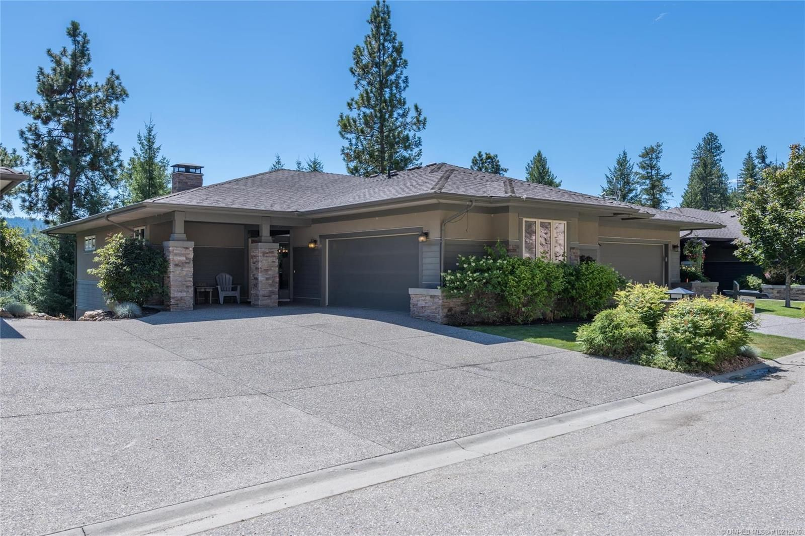 Main Photo: 620 Birdie Lake Court, in Vernon: House for sale : MLS®# 10212570