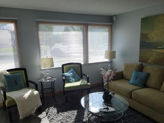 Photo 5: 143 Berkshire Bay in Winnipeg: Windsor Park Residential for sale (2G)  : MLS®# 202122825