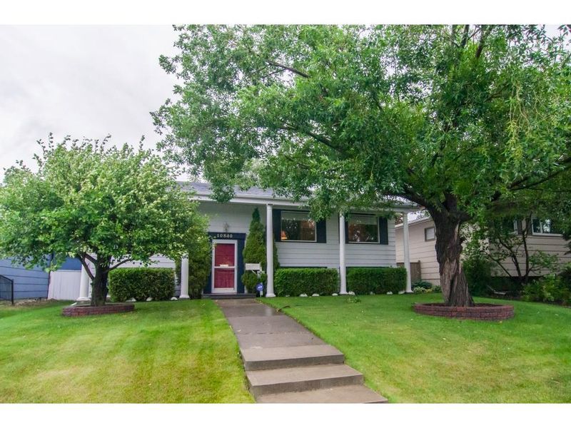 FEATURED LISTING: 1084 Mapleford Road Southeast Calgary