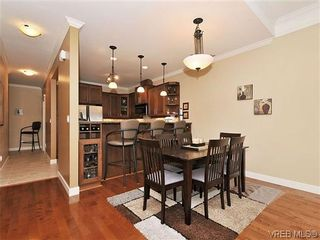 Photo 6: 526 Heatherdale Lane in VICTORIA: SW Royal Oak Row/Townhouse for sale (Saanich West)  : MLS®# 638198
