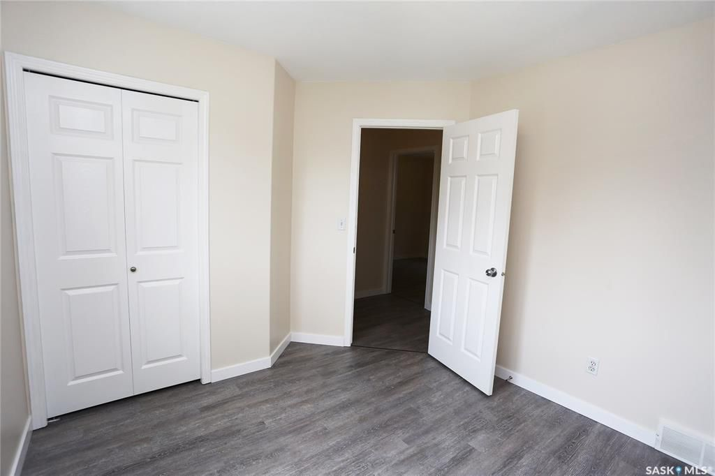 Photo 18: Photos: 131B 113th Street West in Saskatoon: Sutherland Residential for sale : MLS®# SK778904