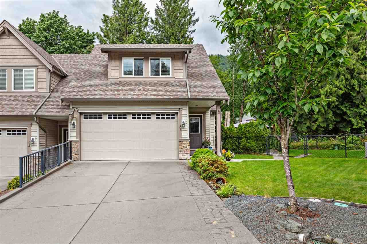 "Main Photo: 31 46791 HUDSON Road in Chilliwack: Promontory Townhouse for sale in ""Walker Creek"" (Sardis)  : MLS®# R2466009"