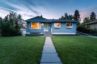 Main Photo: 519 Northmount Drive NW in Calgary: Highwood Detached for sale : MLS®# A1142244