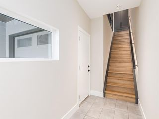 Photo 3: 415 7 Street NW in Calgary: Sunnyside Row/Townhouse for sale : MLS®# A1062730