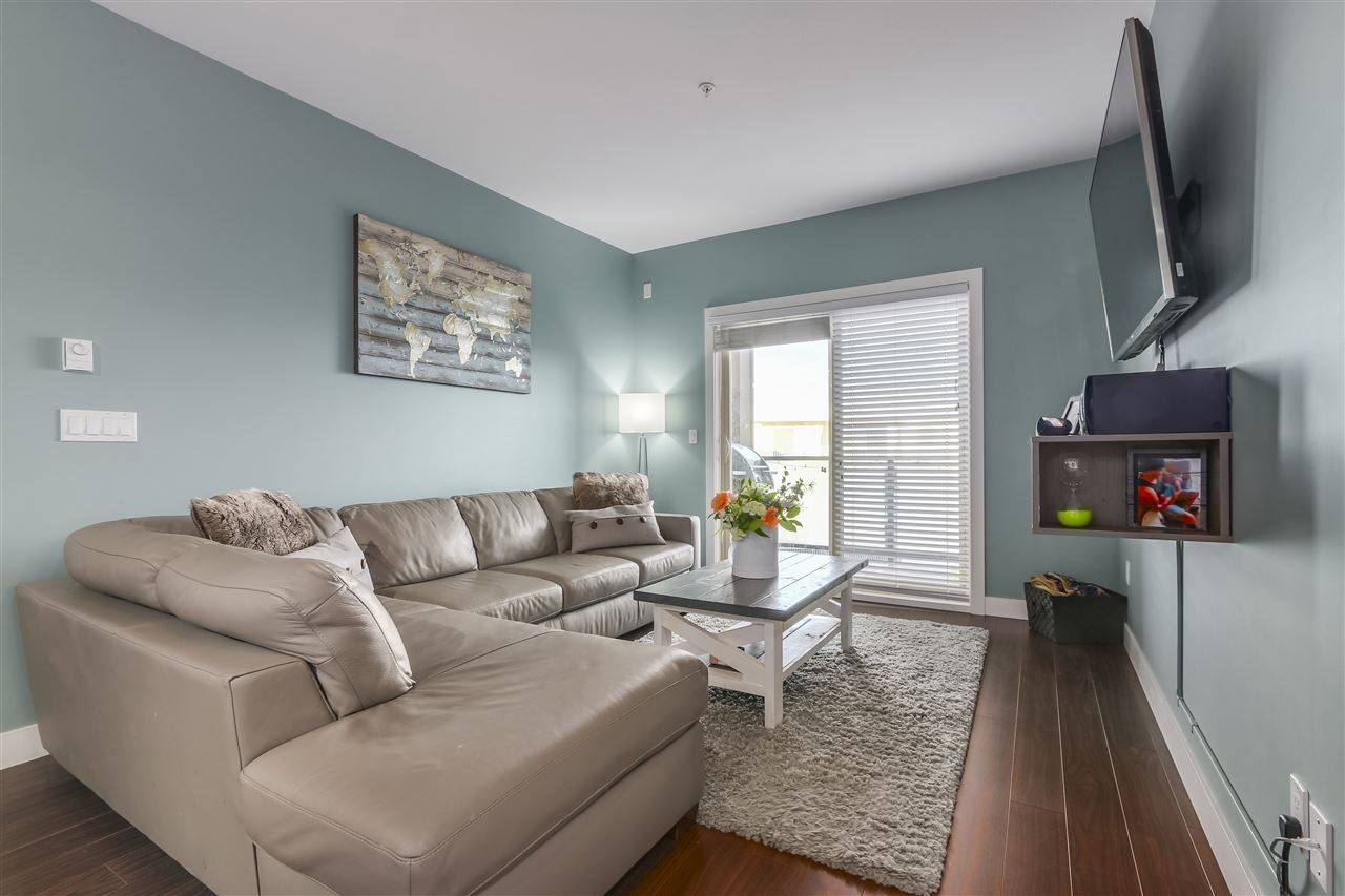 """Photo 4: Photos: 308 20219 54A Avenue in Langley: Langley City Condo for sale in """"SUEDE"""" : MLS®# R2333974"""