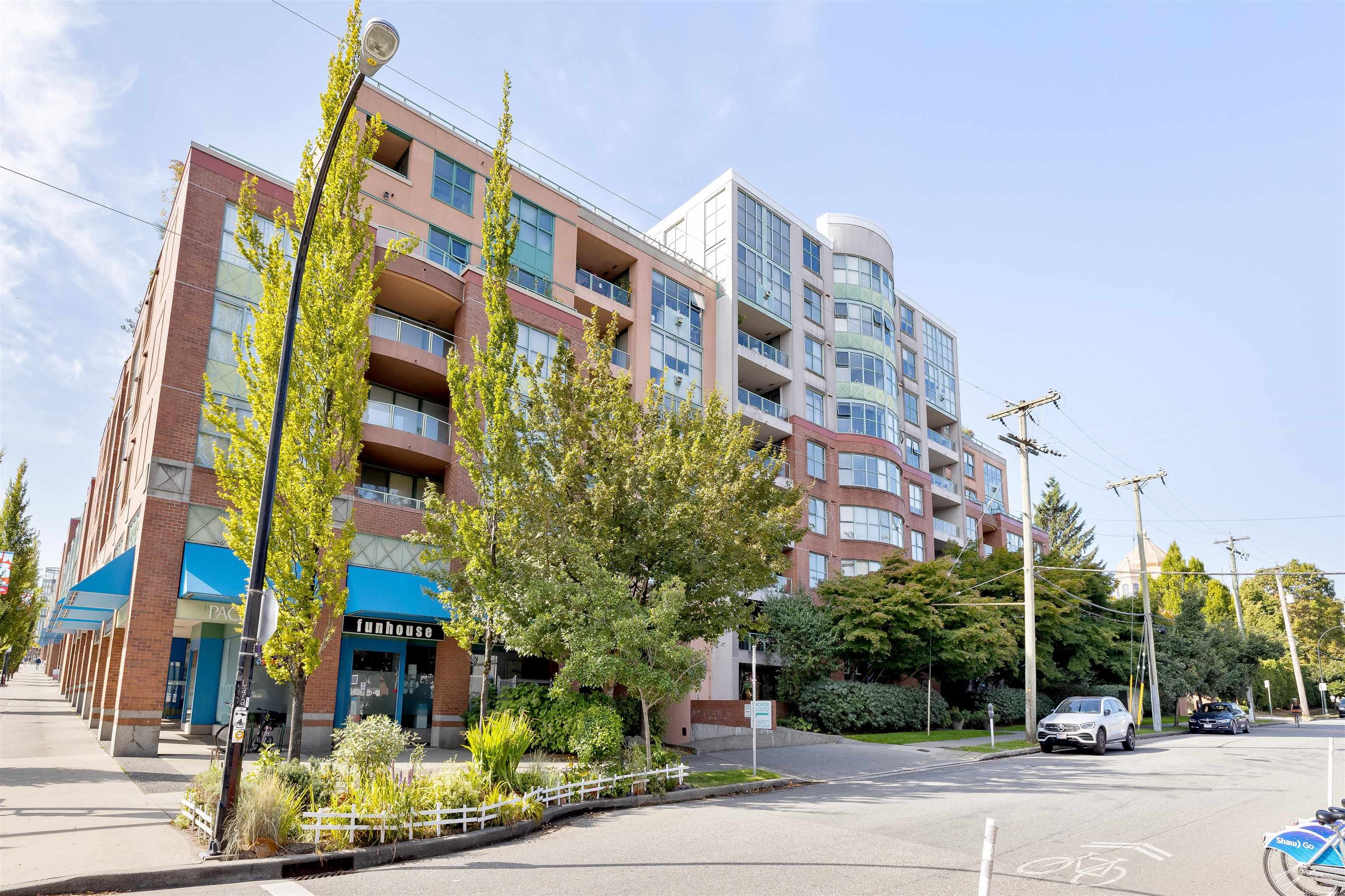 """Main Photo: 701 518 W 14TH Avenue in Vancouver: Fairview VW Condo for sale in """"PACIFICA"""" (Vancouver West)  : MLS®# R2614873"""