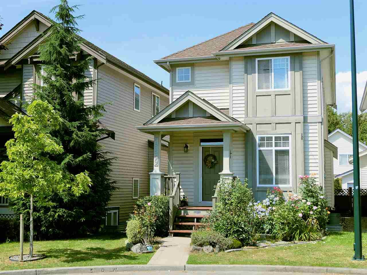 Main Photo: 18559 67A Avenue in Surrey: Cloverdale BC House for sale (Cloverdale)  : MLS®# R2474042