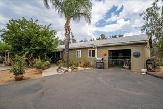 Photo 5: RAMONA House for sale : 3 bedrooms : 532 Pile St