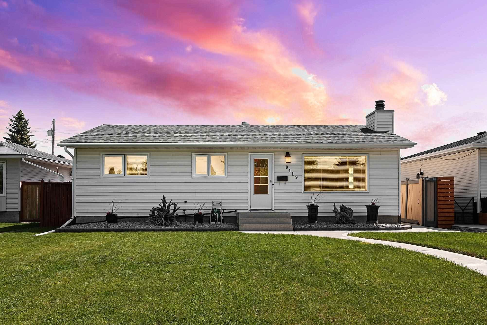 Main Photo: 8419 52 Street in Edmonton: Zone 18 House for sale : MLS®# E4246813