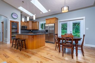 Photo 3: 2735 Tatton Rd in Courtenay: CV Courtenay North House for sale (Comox Valley)  : MLS®# 878153