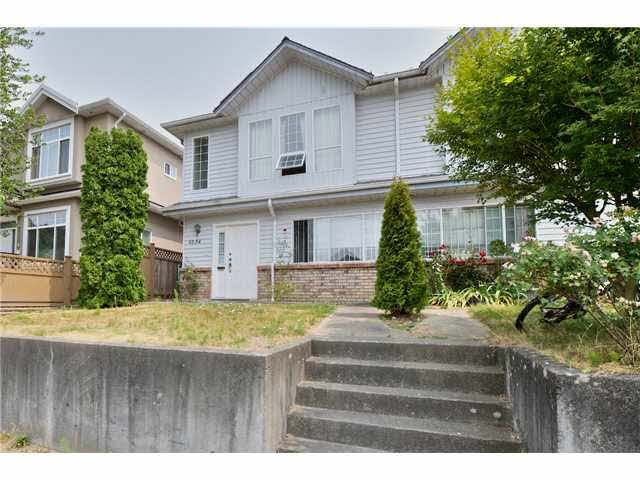 wide frontage with 49.5 ft,  entrance is far away from the next unit providing more privacy