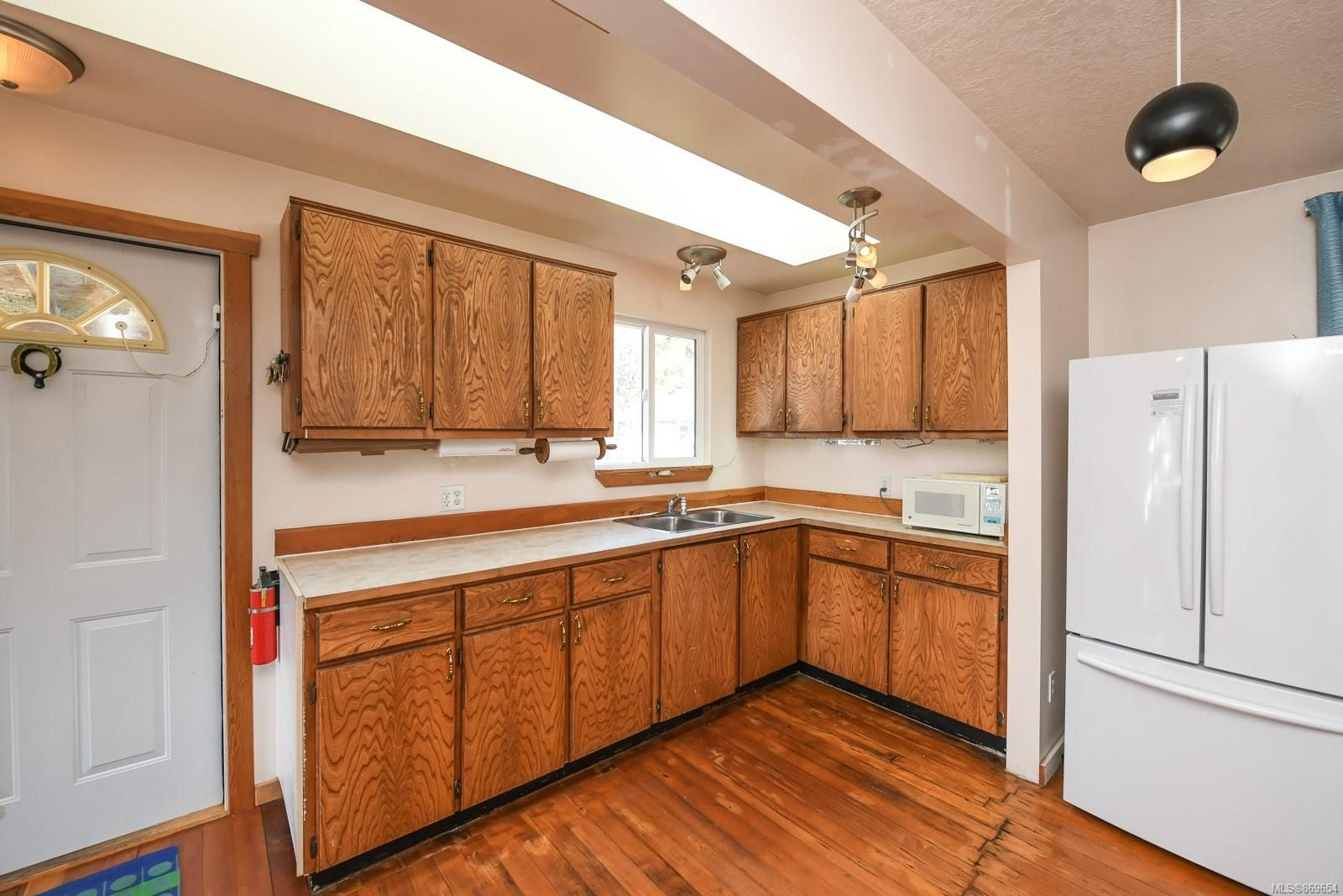 Photo 8: Photos: 4712 Cumberland Rd in : CV Cumberland House for sale (Comox Valley)  : MLS®# 869654