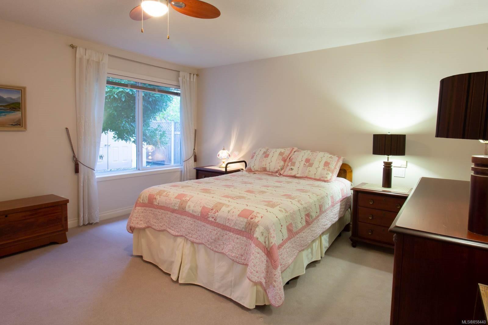 Photo 7: Photos: 798 Devon Pl in : PQ Qualicum Beach House for sale (Parksville/Qualicum)  : MLS®# 858440