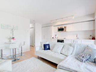 Photo 3: 804 999 SEYMOUR Street in Vancouver: Downtown VW Condo for sale (Vancouver West)  : MLS®# R2617877