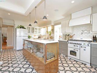 Photo 1: 2490 Dryfe St in VICTORIA: OB Henderson House for sale (Oak Bay)  : MLS®# 784390