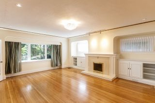 Photo 2: 4069 W 14TH AVENUE in Vancouver: Point Grey House for sale (Vancouver West)  : MLS®# R2074446