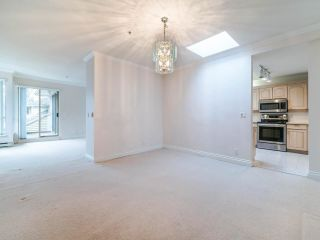 """Photo 5: 305 3766 W 7TH Avenue in Vancouver: Point Grey Condo for sale in """"THE CUMBERLAND"""" (Vancouver West)  : MLS®# R2583728"""