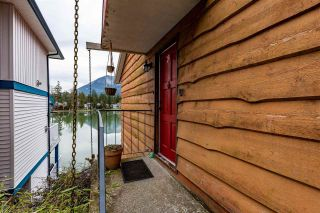 Photo 3: 40 LAKESHORE Drive: Cultus Lake House for sale : MLS®# R2531780
