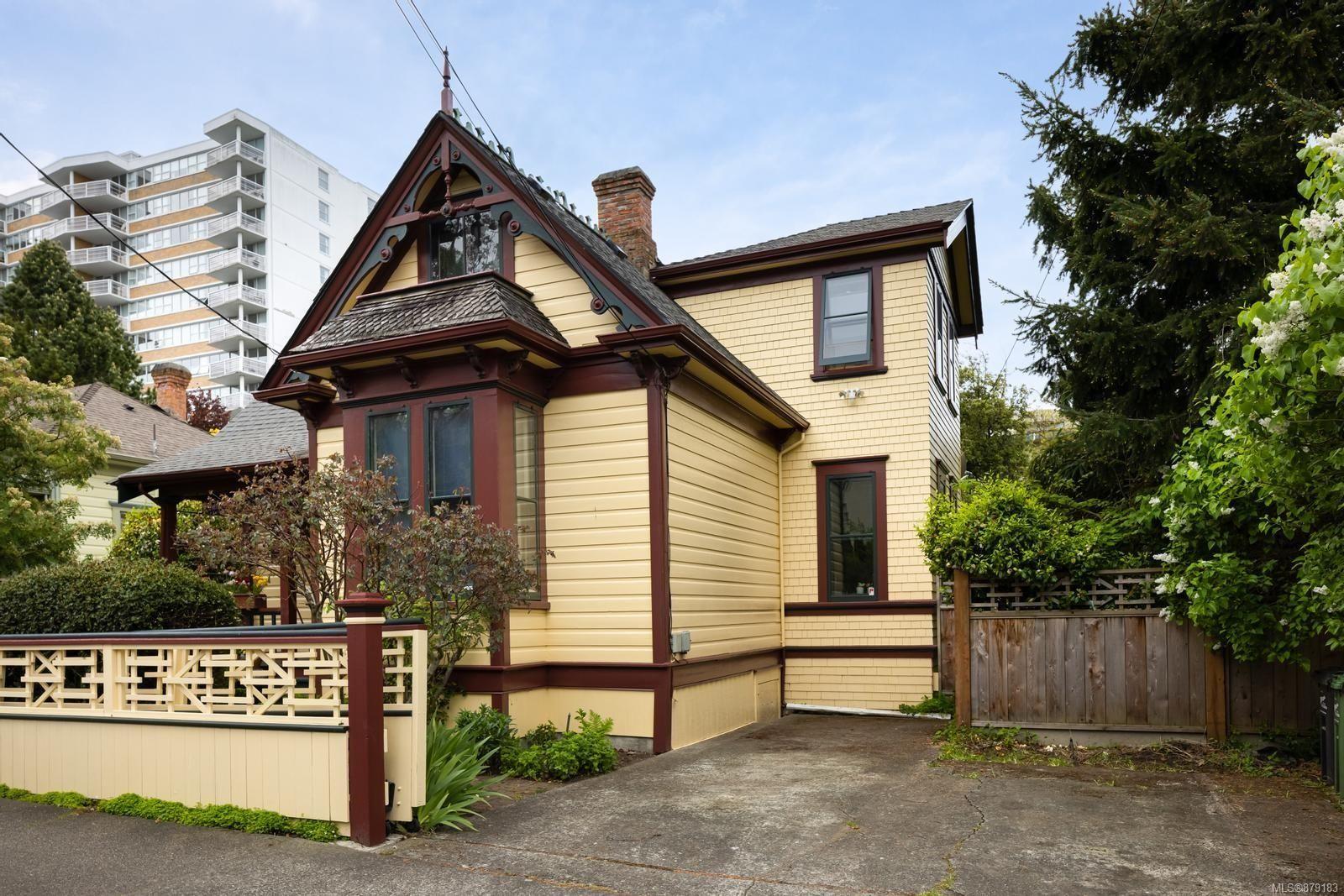 Main Photo: 155 Rendall St in : Vi James Bay Full Duplex for sale (Victoria)  : MLS®# 879183