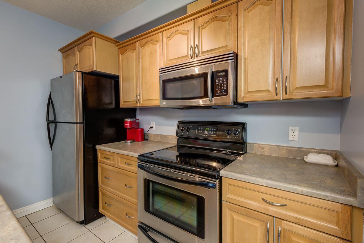 Photo 3: Photos: 210 9739 92 Street in Edmonton: Zone 18 Condo for sale : MLS®# E4235411