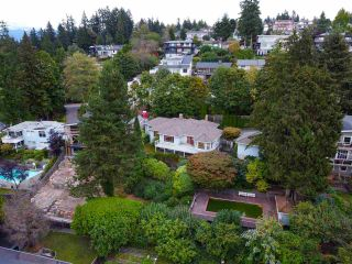 "Photo 3: 301 N HYTHE Avenue in Burnaby: Capitol Hill BN House for sale in ""CAPITOL HILL"" (Burnaby North)  : MLS®# R2531896"