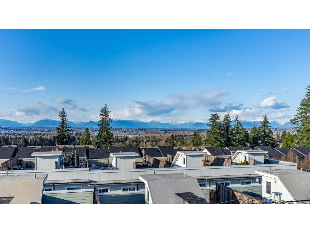 "Main Photo: 39 15833 26 Avenue in Surrey: Grandview Surrey Townhouse for sale in ""BROWNSTONES by ADERA"" (South Surrey White Rock)  : MLS®# R2558495"