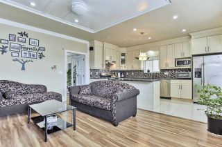 Photo 6: 7058 148 Street in Surrey: East Newton House for sale : MLS®# R2439736