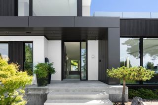 Photo 3: 276 SANDRINGHAM Crescent in North Vancouver: Upper Lonsdale House for sale : MLS®# R2617703
