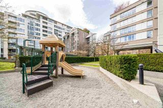 Photo 16: 901 1228 MARINASIDE Crescent in Vancouver: Yaletown Condo for sale (Vancouver West)  : MLS®# R2562099