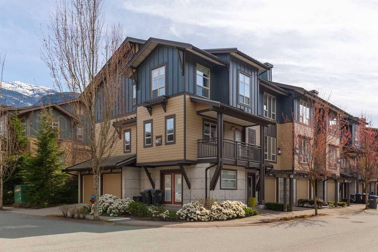 "Main Photo: 38366 EAGLEWIND Boulevard in Squamish: Downtown SQ Townhouse for sale in ""EAGLEWIND"" : MLS®# R2562545"