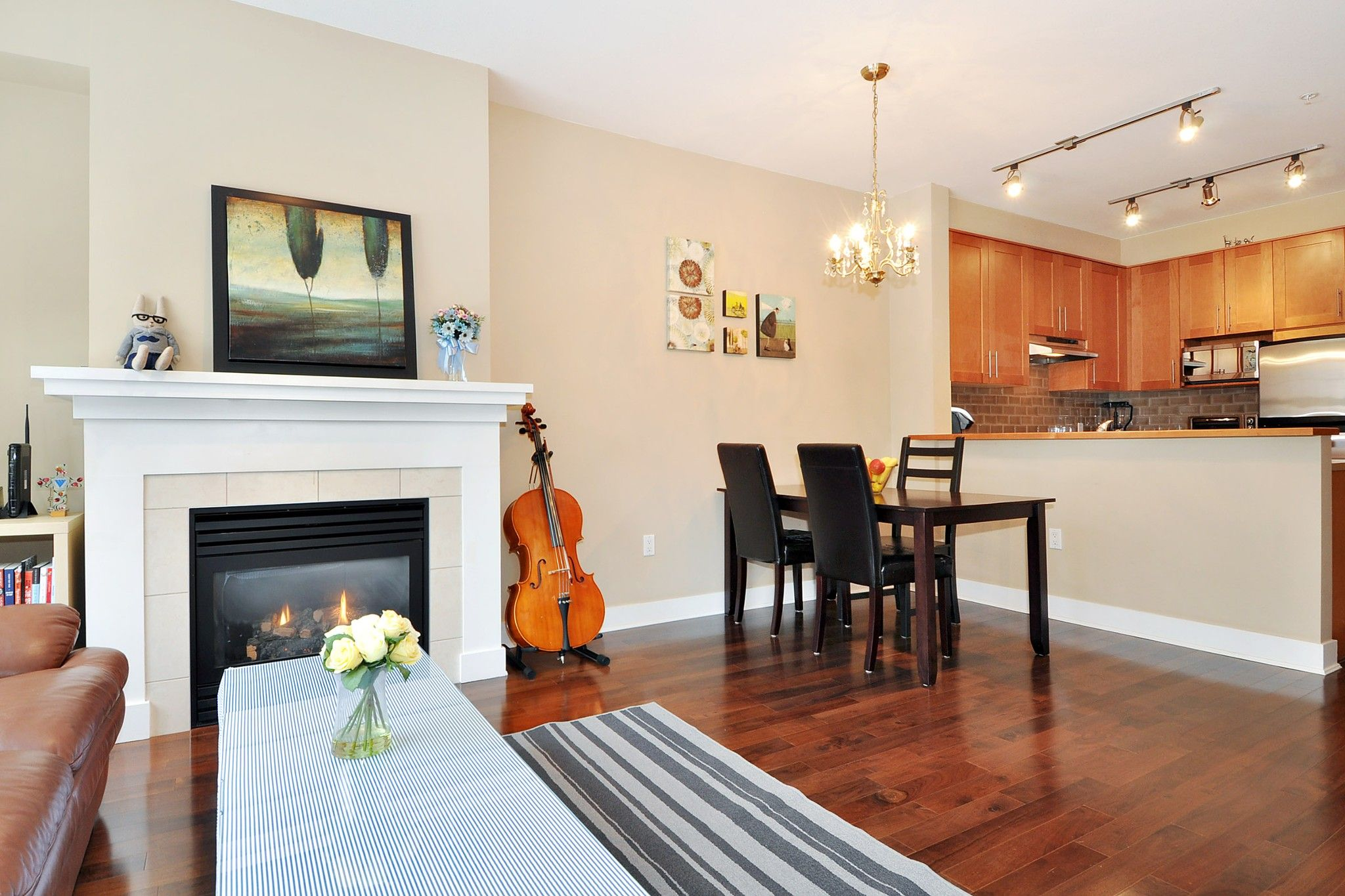 """Photo 3: Photos: 222 2083 W 33RD Avenue in Vancouver: Quilchena Condo for sale in """"DEVONSHIRE HOUSE"""" (Vancouver West)  : MLS®# R2341234"""