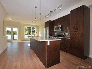 Photo 2: 3 1060 Tillicum Rd in VICTORIA: Es Kinsmen Park Row/Townhouse for sale (Esquimalt)  : MLS®# 714740
