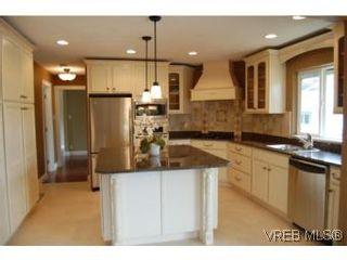 Photo 2: 1002 Arcadia St in VICTORIA: Es Kinsmen Park House for sale (Esquimalt)  : MLS®# 509884