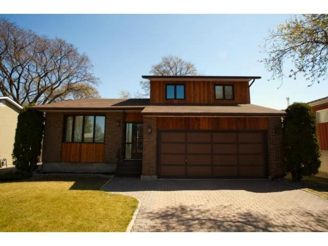 Main Photo: 77 Bright Oaks Bay in WINNIPEG: St Vital Residential for sale (South East Winnipeg)  : MLS®# 1208098