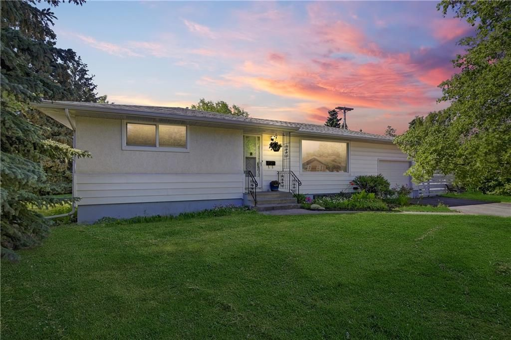 Main Photo: 29 Grafton Crescent SW in Calgary: Glamorgan Detached for sale : MLS®# A1076530