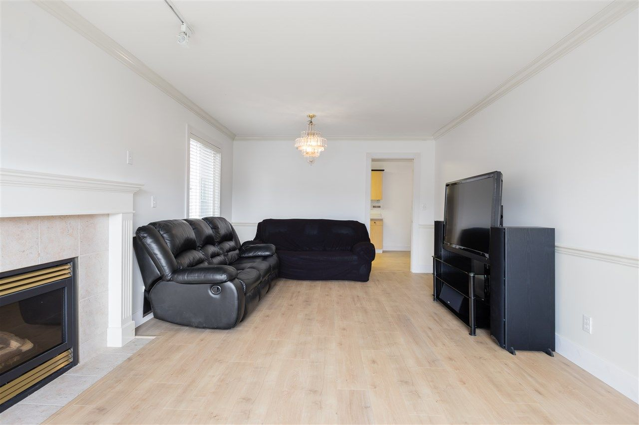 Photo 6: Photos: 5046 MANOR Street in Burnaby: Central BN 1/2 Duplex for sale (Burnaby North)  : MLS®# R2441372