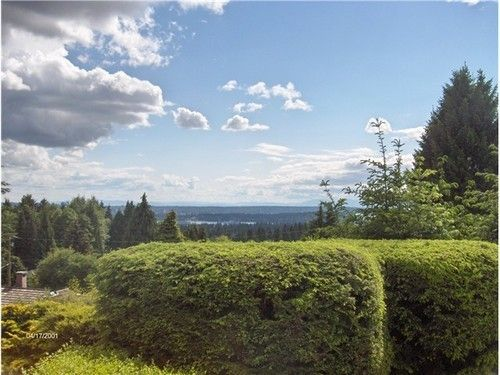 Main Photo: 495 SAVILLE Crescent in North Vancouver: Upper Delbrook Home for sale ()  : MLS®# V1066903