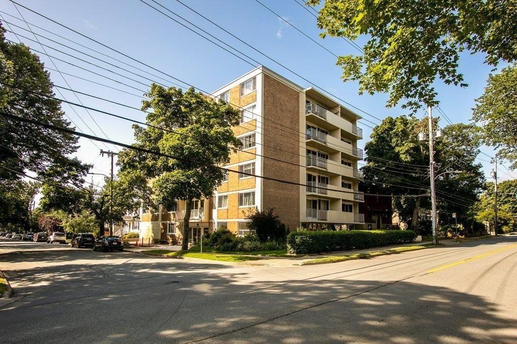 Main Photo: 404 990 McLean Street in Halifax: 2-Halifax South Residential for sale (Halifax-Dartmouth)  : MLS®# 202120878