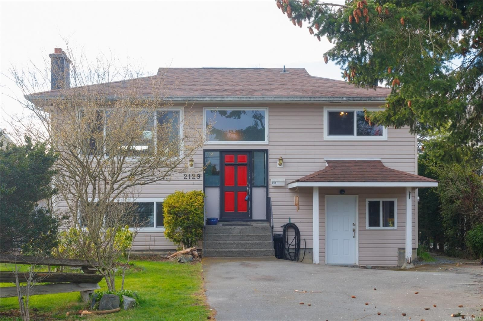 Main Photo: 2129 Malaview Ave in : Si Sidney North-East House for sale (Sidney)  : MLS®# 870866