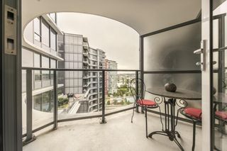 """Photo 7: 1701 68 SMITHE Street in Vancouver: Yaletown Condo for sale in """"One Pacific"""" (Vancouver West)  : MLS®# R2591862"""