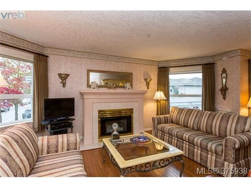 Main Photo: 201 2440 Oakville Ave in SIDNEY: Si Sidney South-East Condo for sale (Sidney)  : MLS®# 754691