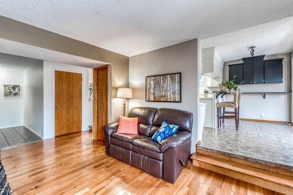 Photo 17: Photos: 47 Douglas Woods Way SE in Calgary: Douglasdale/Glen Detached for sale : MLS®# A1076729