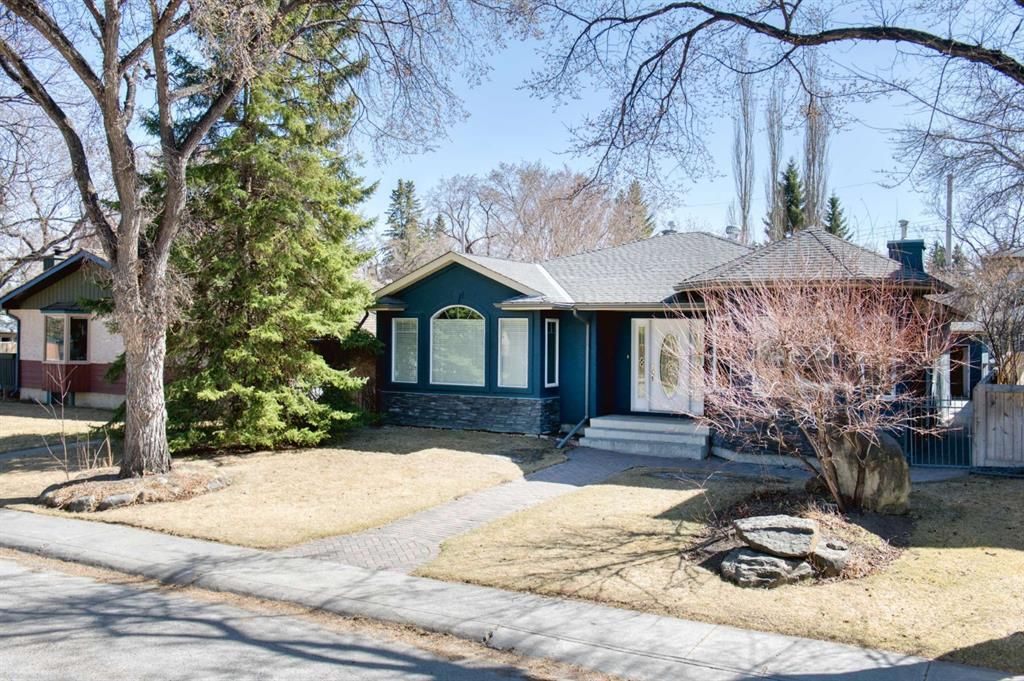 Main Photo: 7 Laneham Place SW in Calgary: North Glenmore Park Detached for sale : MLS®# A1097767