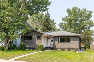 Photo 1: 2655 Charlebois Drive NW in Calgary: Charleswood Detached for sale : MLS®# A1133366