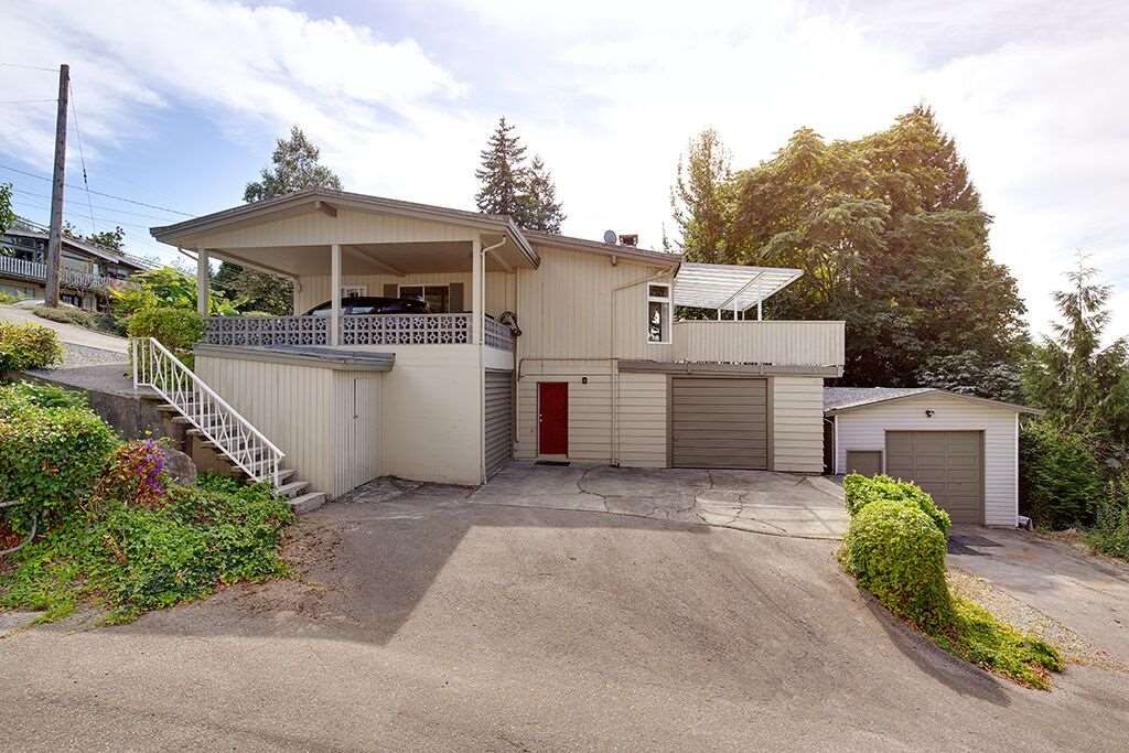 Main Photo: 134 MONTGOMERY Street in Coquitlam: Cape Horn House for sale : MLS®# R2404412
