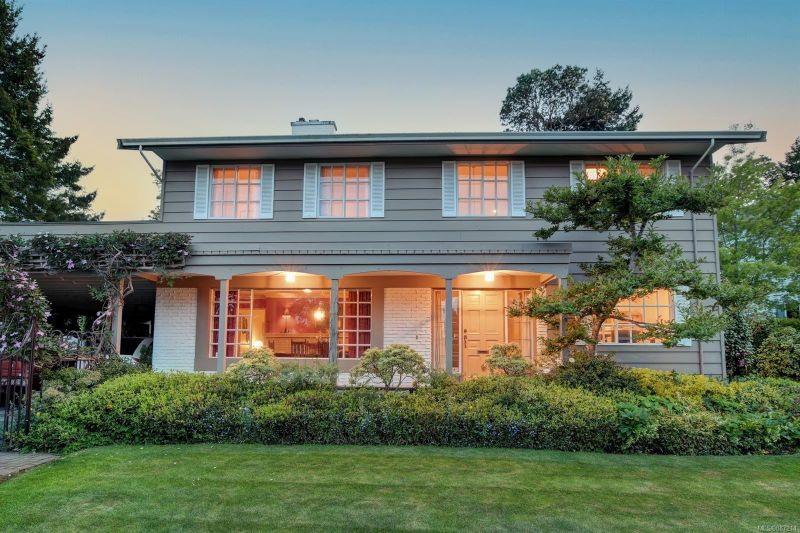 FEATURED LISTING: 1883 HILLCREST Ave