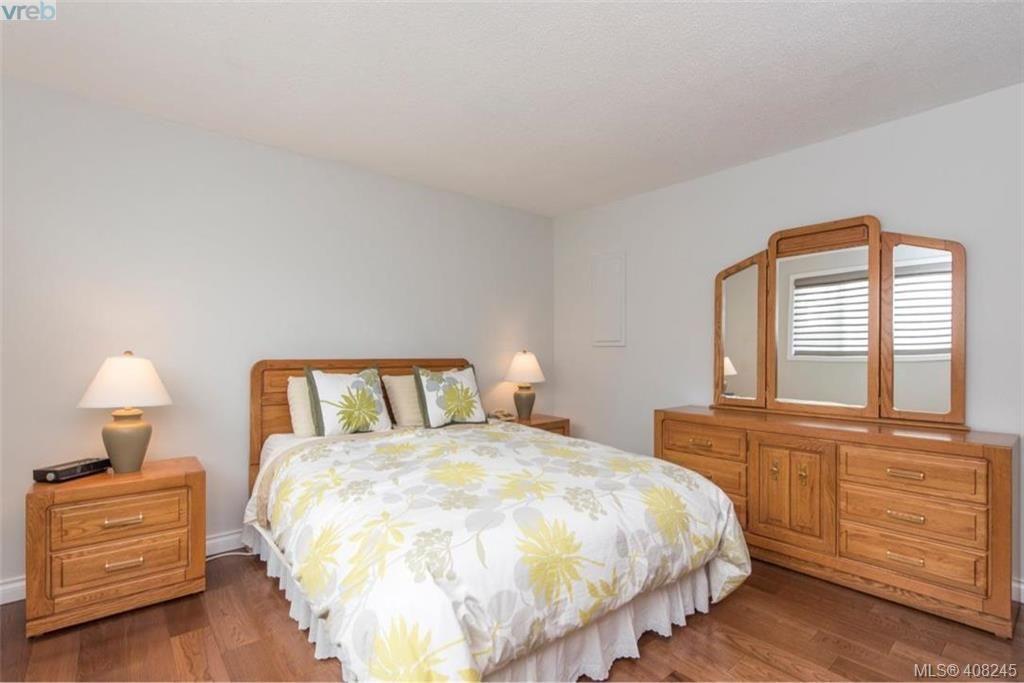 Photo 11: Photos: 546 Roseridge Pl in VICTORIA: SW Northridge House for sale (Saanich West)  : MLS®# 811318